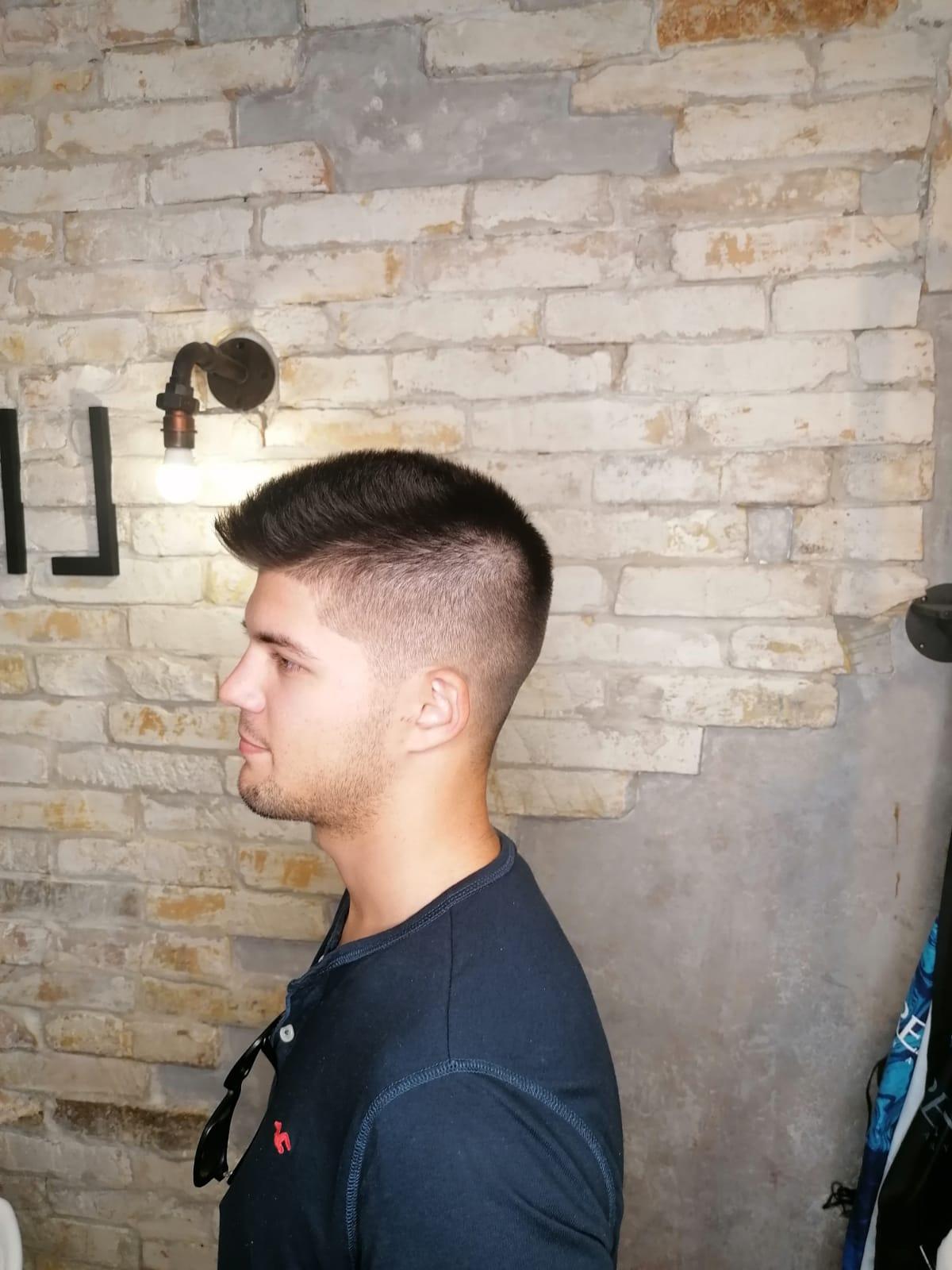 Barber hajvágás