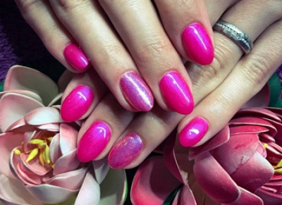 Manicure, pedicure and artificial nails