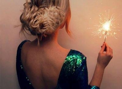 Karácsonyi frizura- és smink ötletek